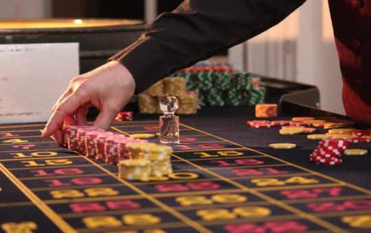 Points To Consider When Picking Online Casinos for Placing Bets